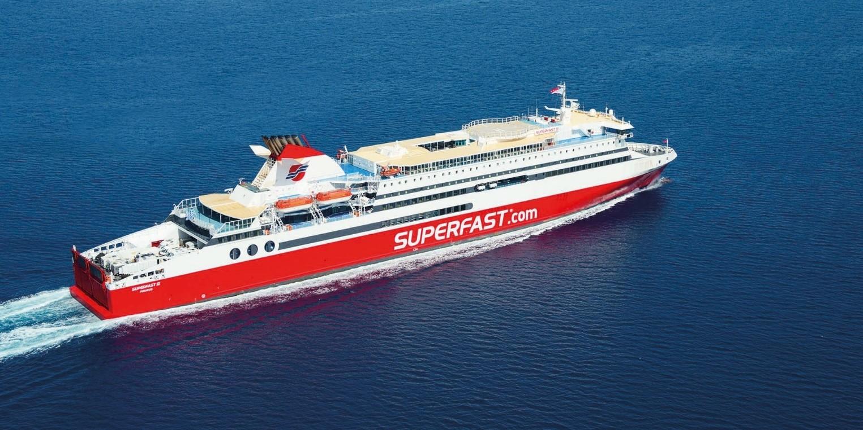 Attica Group beskæftiger sig med passagertransport gennem SUPERFAST FERRIES, BLUE STAR FERRIES, HELLENIC SEAWAYS og AFRICA MOROCCO LINK og driver 31 færger.