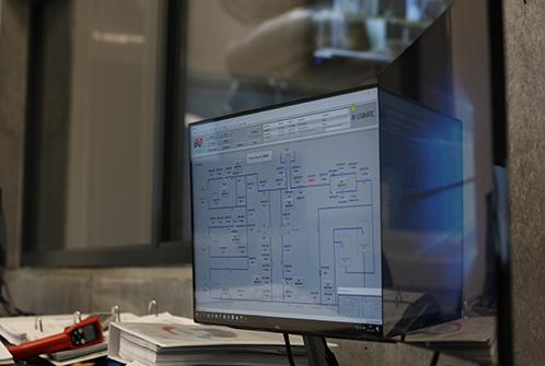 Hvad er SCADA? Her ses et billede af et SCADA-system. SCADA giver overblik i SRO.